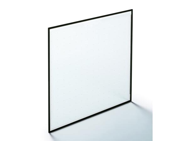 Das Vakuum-Isolierglas Fineo kommt ohne Dichtungen und Evakuierungsöffnung aus. Die winzig kleinen und nahezu transparenten Pillars, die die beiden Scheiben der VIG-Einheit auf Abstand halten, sind für den Betrachter bei genauem Hinsehen erst aus einer Entfernung von etwa einer Armlänge zu erkennen und werden im normalen Nutzungsalltag nicht wahrgenommen. Foto: © AGC Glass Europe