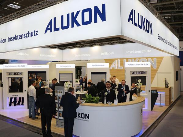 Das neue Alukon Firmenlogo wurde erstmalig auf der BAU 2019 in München, der Weltleitmesse für Architektur, Materialien und Systeme, offiziell vorgestellt. Foto: © Alukon