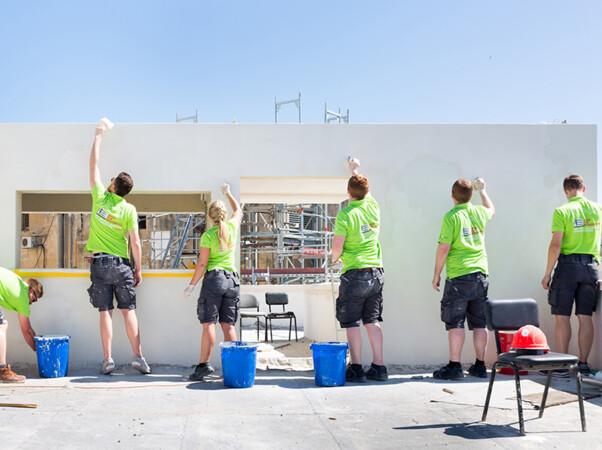 Im Rahmen eines Workshops wurde die Fassade des Max-Liebling-Hauses in Tel Aviv denkmalschutzgerecht saniert. Das Projekt konnte termingerecht fertiggestellt werden. Foto: © Yael Schmidt / Sto-Stiftung