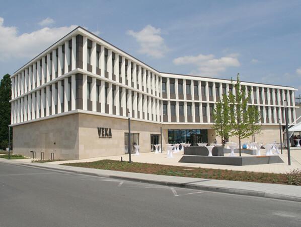 Architektonisches Statement für die Innovationsfähigkeit der Veka AG: das neue Welcome Center in Sendenhorst. Foto: © Glas+Rahmen