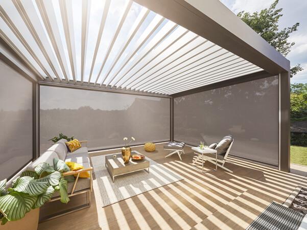 Mithilfe der individuellen Funksteuerung der Lamellen kann der Sonnenlichteinfall den Bedürfnissen der Nutzer angepasst werden. Foto: © Warema