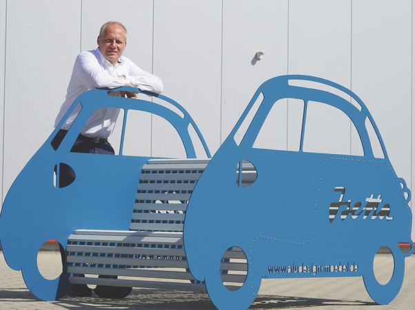 Geschäftsführer Rüdiger Sander hatte die Idee für die Möbel. Foto: © ProjectPartner Dirk Kleeschulte