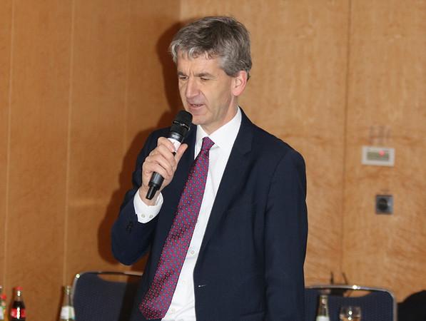 Dr. Edgar Joussen stellte in bewährter Weise viele praxisrelevante Tipps für Branchenbetriebe vor. Foto: © Bundesverband Wintergarten e.V.