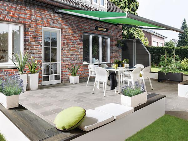 Eine luftdurchlässige Lehne und Sitzfläche garantieren auch bei heißen Temperaturen entspannte Stunden auf der Terrasse. Foto: © Lechuza