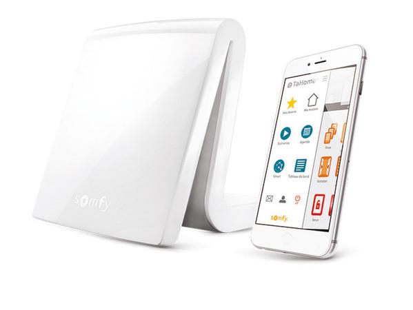 Alle Smart Home-Produkte werden zentral miteinander vernetzt, so dass ganz intuitiv persönliche Wohlfühlszenarien erstellt werden können. Foto: © Somfy
