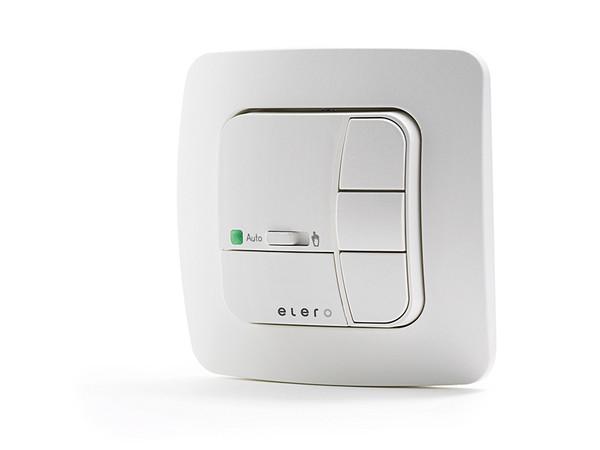 Wird das Funksystem an das Modul angeschlossen, kann der Sicht- und Sonnenschutz im Alltag per bidirektionalem Funk gesteuert werden. Foto: © Elero