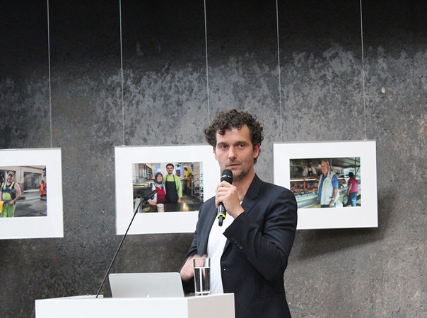 """Jan Andreas Reeg, Gründer und Geschäftsführer von rundzwei Architekten BDA, hielt einen Vortrag mit dem Titel """"Wo sich Nachhaltigkeit und modernes Design treffen: Das Korkenzieherhaus. Foto: © Brüninghoff"""