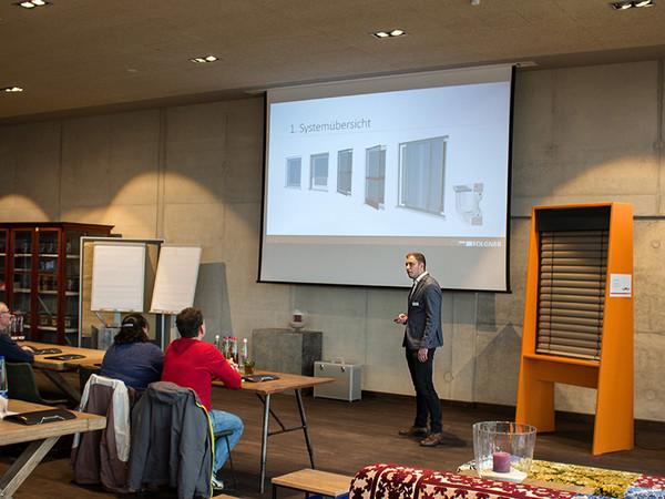 Sebastian Folgner präsentierte die Produktinnovationen. Die neuen Antriebslösungen sowie das neue Insektenschutzprogramm standen dabei im Mittelpunkt. Foto: © Folgner