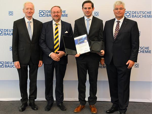 Auszeichnung Wissenschaftsmedaille (v.l.): Johann J. Köster, Prof. Dr. Johann Plank, Dr. Thomas Hurnaus, Norbert Schröter. Foto: © Deutsche Bauchemie