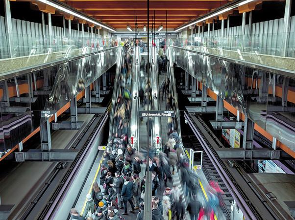 Die Verkehrsbetriebe Wiener Linien befördern täglich rund 2,6 Millionen Fahrgäste und setzen in ihrem gesamten Betrieb eine elektronische eCLIQ-Schließanlage von Assa Abloy ein. Foto: © Wiener Linien, Severin Wurnig