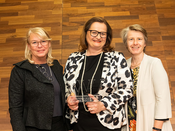 Anette Klinger erhielt die Auszeichnung zur Managerin des Jahres für ihren beeindruckenden Werdegang als Familienunternehmerin und ihre Verdienste für die österreichische Wirtschaft von der Wirtschaftsuniversität Wien. Foto: © Wirtschaftsuniversität Wien