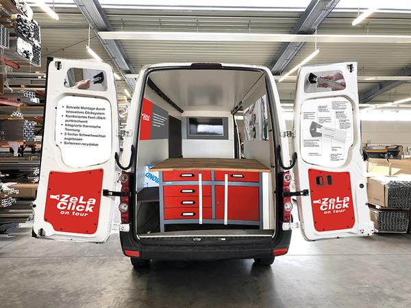 """Innovativ bepackt: Mit ihrem extra für die Aktion umgebauten Crafter bringt BWM ihre neue, bauaufsichtlich zugelassene ZeLa Click Wandkonsole zu den Kunden. Wer will, kann den Fassadenhalter selbst ausprobieren und erfahren, wie er per """"Click"""" einfach und schnell Sicherheit und Nachhaltigkeit beim Bau der VHF erhöht. Foto: © BWM Fassadensysteme GmbH"""