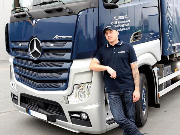 Jens Spitzl ist seit zehn Jahren als Berufskraftfahrer für das Unternehmen tätig. Foto: © Alukon