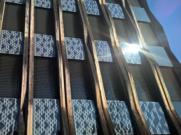 Bei dem Stuttgarter Züblin-Gebäude Z3 wurde mit Kömmerling als Partner eine geklebte Photovoltaik-Fassade mit einem lastabtragenden Klebstoff realisiert. Foto: © Ed. Züblin AG