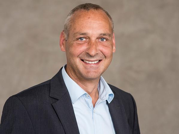 Hermann Frerichs, Geschäftsführer von Schüt-Duis, will mit den Umstrukturierungsmaßnahmen die Isolierglas-Kapazitäten ausbauen, um seine Kunden noch besser bedienen zu können. Foto: © Schüt-Duis