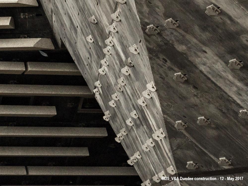 Sonderanfertigungen für die Verankerung der Betonfertigteile des V&A Designmuseums in Dundee. Foto: © Chris Wilson