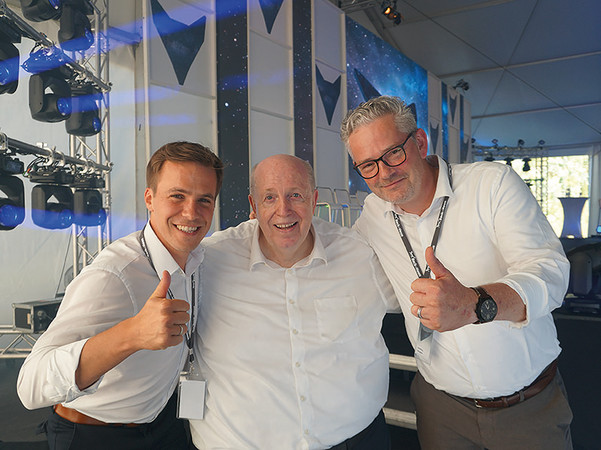 """Geschäftsführer Philipp Beck (l.) und Matthias Gangeler (r.), Vertriebsleiter Deutschland, mit Reiner Calmund - er hielt einen Vortrag über """"Erfolg mit Leidenschaft"""". Foto: © Beck+Heun"""