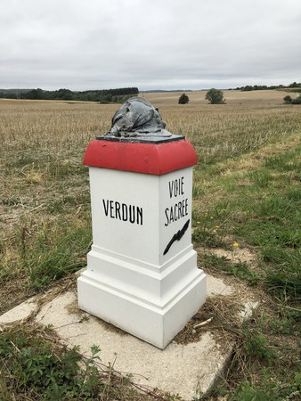 Gedenkstein an die Schlachtfelder von Verdun. Foto: © DHB