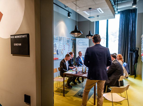 Wie sich nachhaltige Gebäude und Industriebauten gestalterisch und zugleich qualitativ wertvoll realisieren lassen, diskutierten Bauschaffende in Düsseldorf. Foto: © Andreas Endermann
