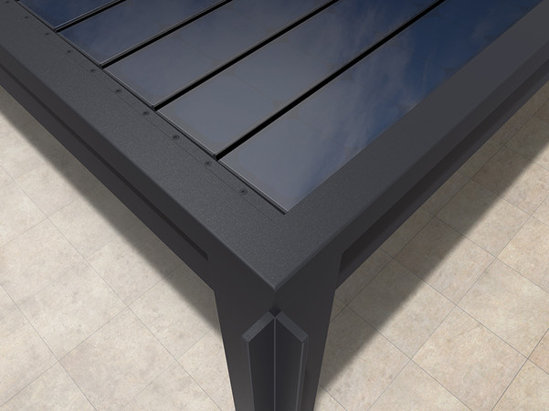 Die PV-Module mit bester Materialgüte bestehen aus monokristallinen, dunklen und somit unauffälligen Solarzellen. Foto: © Solavinea