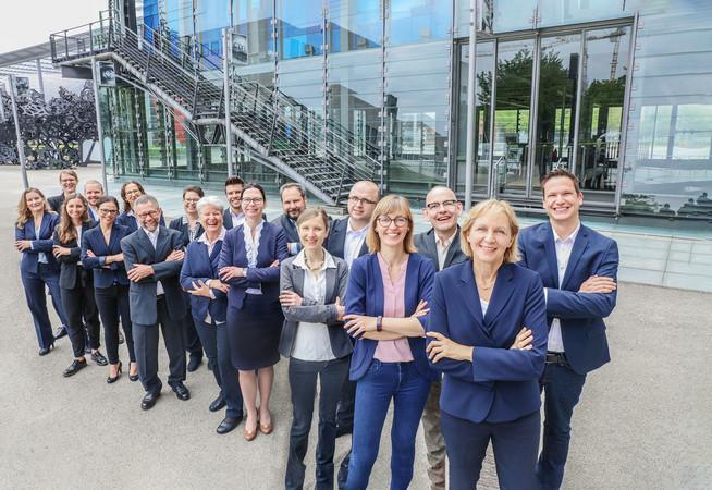 Als Leiterin des itb weiß Prof. Dr. Birgit Ester ein gutes Team hinter sich. Zurzeit sind 20 Mitarbeitende am Karlsruher Forschungsinstitut beschäftigt. Foto: © itb Karlsruhe