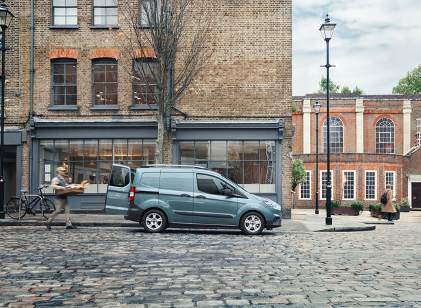 Der Ford Transit Courier bietet eine Vielzahl an durchdachten Funktionen, die den Arbeitsalltag erleichtern. Foto: © Ford