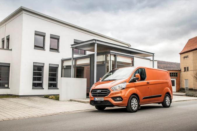 Für die unterschiedlichsten Anwendungen stattet Ford seinen Transit Custom gewerkspezifisch aus. Foto: © Ford