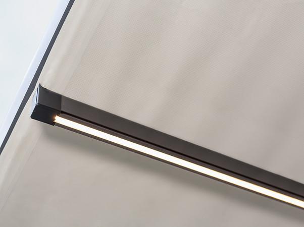 Die optionale LED-Beleuchtung sorgt für ein wohnliches Ambiente und eine gemütliche Atmosphäre auch in den Abendstunden. Foto: © Reflexa
