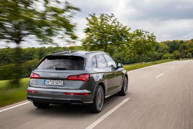 Der SQ5 lässt sich leichtfüßig dirigieren und sprintet in 5,1 Sekunden auf Tempo 100, Spitze: 250 km/h. Foto: © Audi