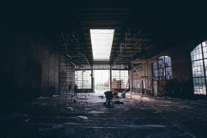 Gleise raus, Gruben gefüllt, Boden begradigt, Dach abgedichtet: Vor 31 Jahren begann der Umbau zum Fotostudio. Foto: © ARTs-UNLIMITED