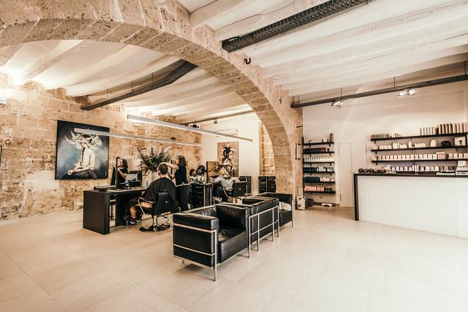 Der Salon von Rokaia Suriati und Felix Götze liegt im schönen Viertel La Lonja, im Herzen der Altstadt. Foto: © Feliz Hair