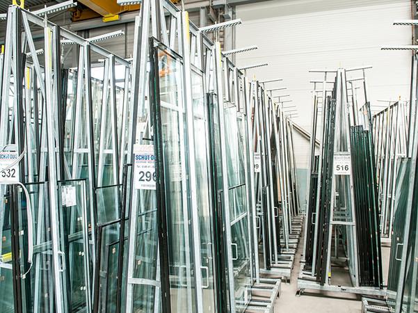 Eine zusätzliche Halle mit 1250 Quadratmetern Fläche nimmt künftig die gesamte Isolierglas-Logistik in sich auf. Foto: © Schüt-Duis