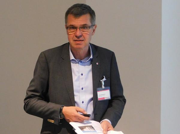 Ronald Winterfeld referierte über die Rolle der VHF beim digitalen Planen und Bauen. Foto: © FASSADE