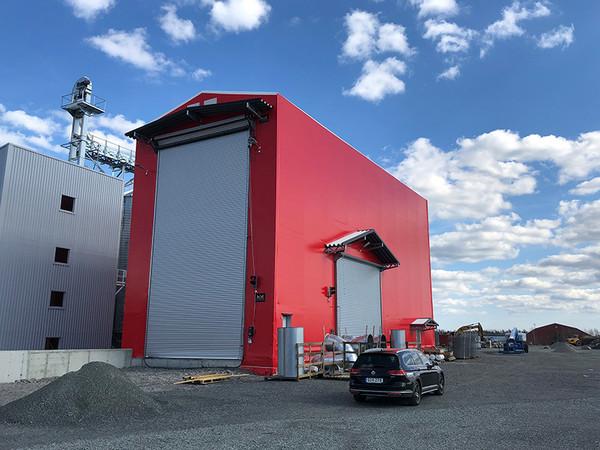 Keine alltägliche Aufgabe: Für den Einbau solcher ungewöhnlichen Tore ist der Service die ideale Hilfe. Foto: © Teckentrup
