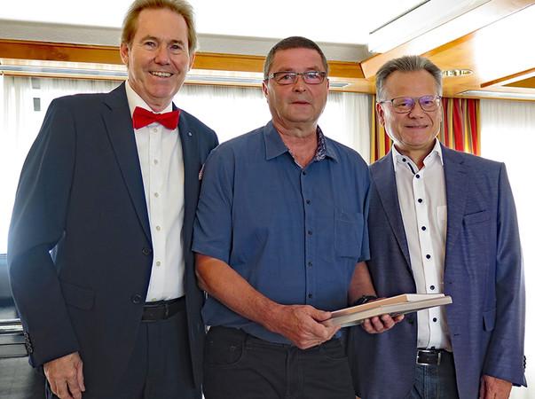 Fritjof Bando (M.) ist seit 40 Jahren im Unternehmen tätig. Foto: © Becker-Antriebe
