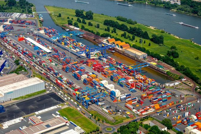 Auf der Profi-Tour-de-Ruhr mit dem Fiat Ducato im Duisburger Hafen Foto: © duisport/Hans Blossey