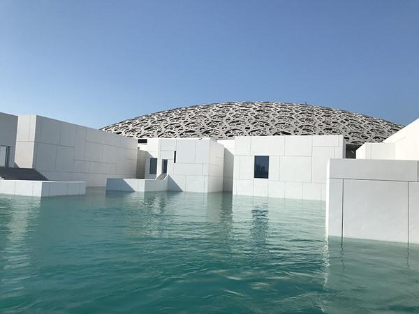 Sicherheit Made in Germany: Im neuen Louvre Museum in Abu Dhabi kommt eine einbruchhemmende sowie sprenghemmende Eingangstür von Sommer zum Einsatz. Foto: © Sommer