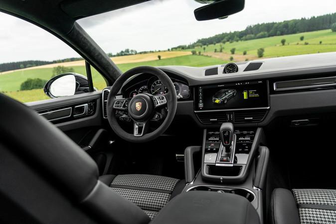 Mit Leder und Alcantara geht es im Innenraum der Porsche nobel zu. Foto: © Porsche