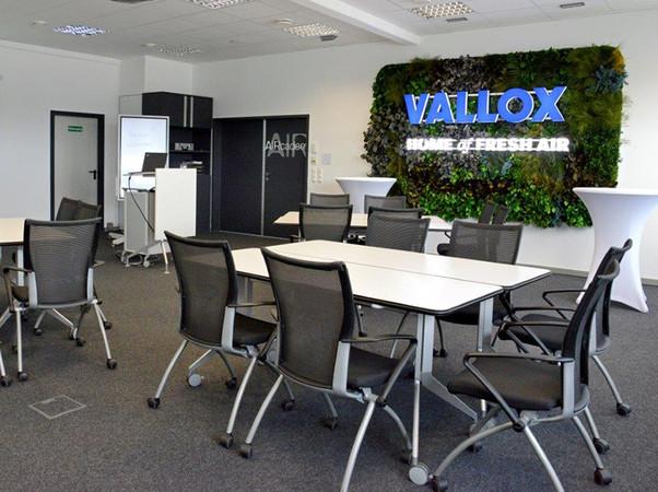 Viel Raum für Gruppenarbeit bieten die neuen Seminarräume. Foto: © Vallox GmbH
