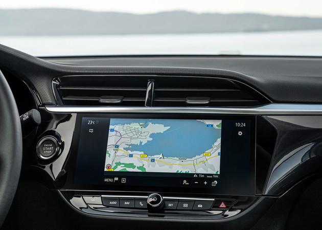 Das Multimediasystem glänzt mit einfacher Bedienbarkeit und navigiert mit Daten in Echtzeit. Foto: © Opel