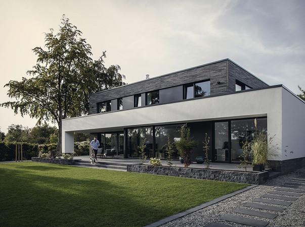 Das faserverstärkte Fenstersystem Geneo des Polymerspezialisten Rehau wurde vom Callwey Verlag als Produkt des Jahres 2019 in der Kategorie Fenster ausgezeichnet. Foto: © Rehau