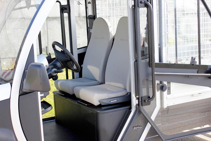 Auch als Zweisitzer lieferbar: der Garia Utilty E-Kleintransporter aus Dänemark. Foto: © Garia Utility