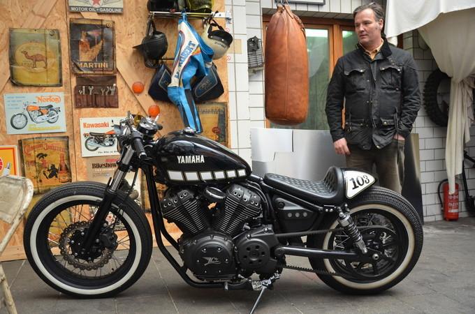 Einst Yamaha-Vertragshändler, entwarf und baute Dirk Oehlerking auch den Cafe-Bobber White Yamaha YARD Build XVS 950. Foto: © Jürgen Ulbrich