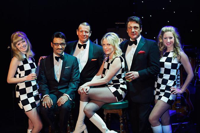 Begleitet wird die Show von den Sängerinnen und Tänzerinnen, den Golddiggers Foto: © Promo
