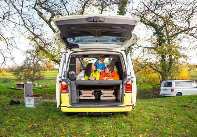 Spacecamper baut den VW Bus zu einem Siebensitzer um - und bietet bis zu fünf Schlafplätze Foto: © Spacecamper