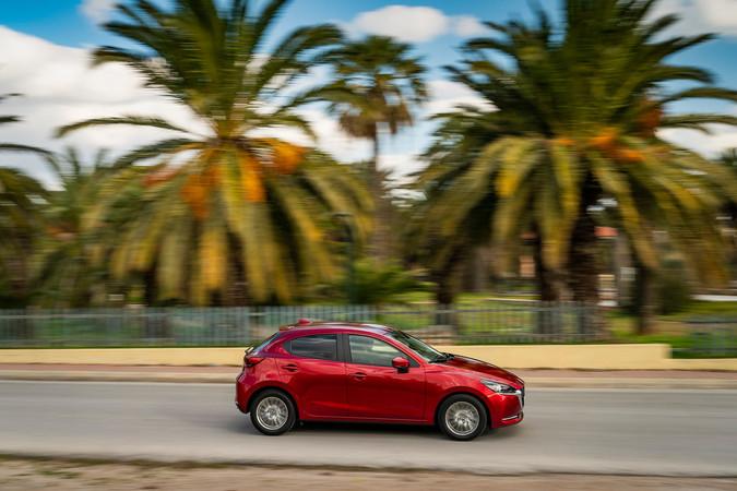 Mazdas Kleinwagen gibt es jetzt mit milder Hybridtechnik, die beim Spritsparen hilft. Foto: © Mazda