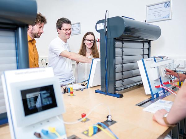 Bestens ausgebildete Referenten vermitteln umfangreiches Wissen in interaktiven Workshops. Foto: © Becker-Antriebe