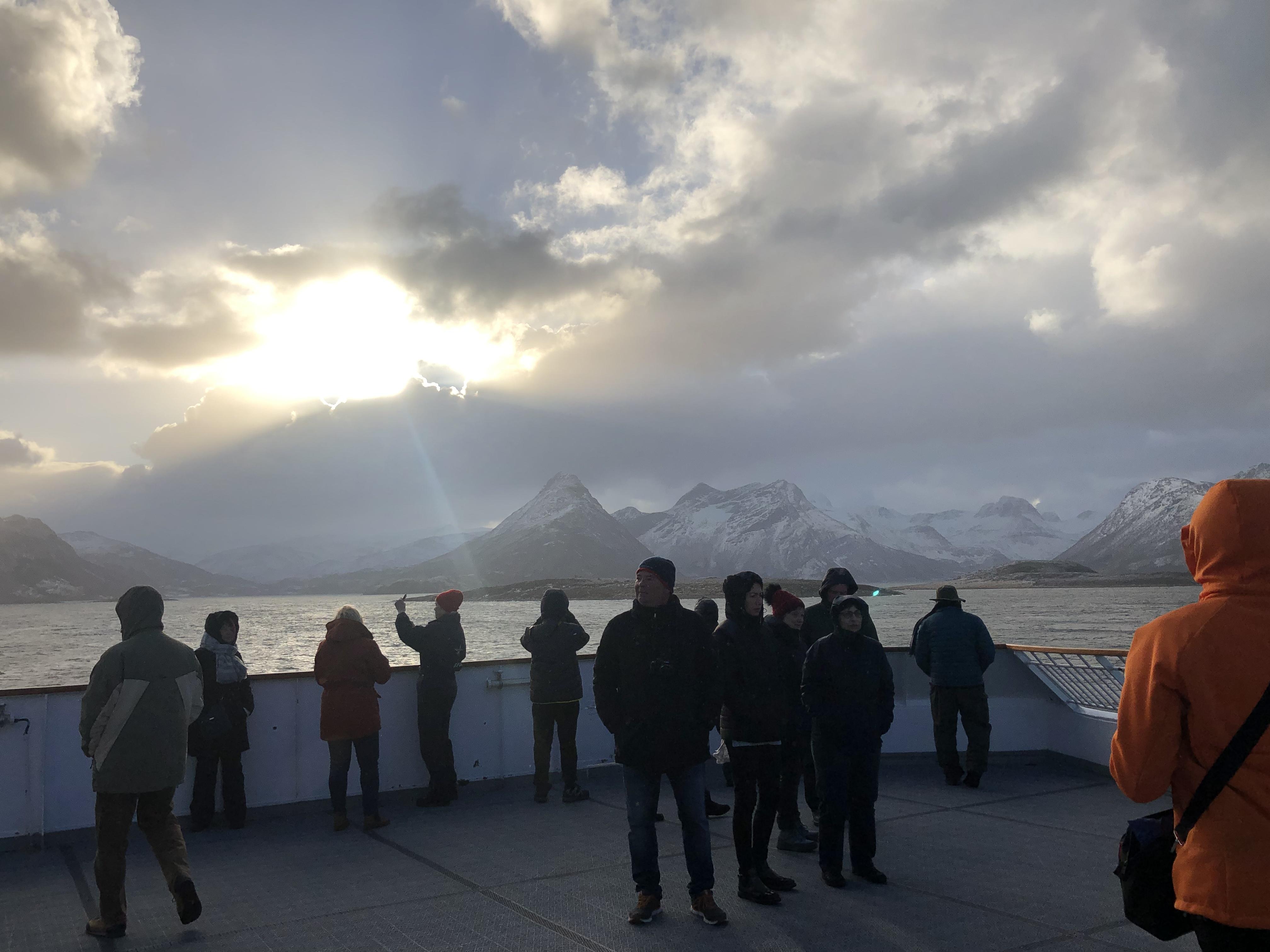Das Wetter ändert sich stündlich an der norwegischen Küste. Wichtig ist warme Kleidung nach dem Zwiebelprinzip. Foto: © DHB