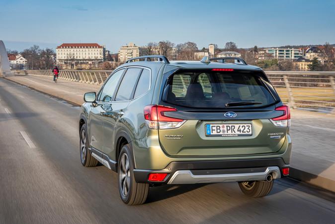Der Hybrid-Subaru bietet einen guten Fahrkomfort und ist ein gemütlicher Cruiser. Foto: © Subaru
