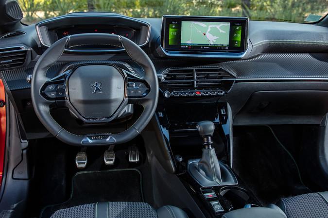 Der Multimedia-Touchscreen im Peugeot ist bis zu 10 Zoll groß. Foto: © Peugeot